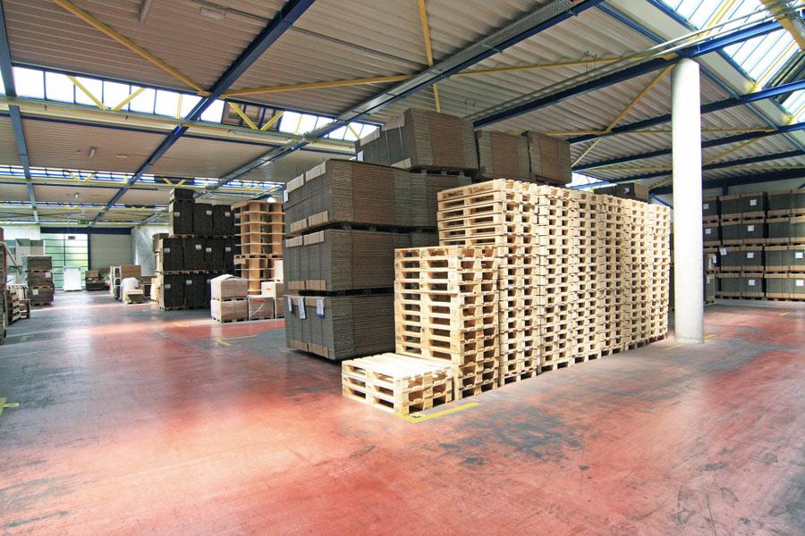 Produktions- und Lagerhalle zu vermieten