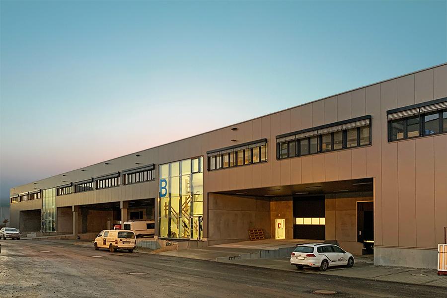 NEUBAU moderne Hallenflächen